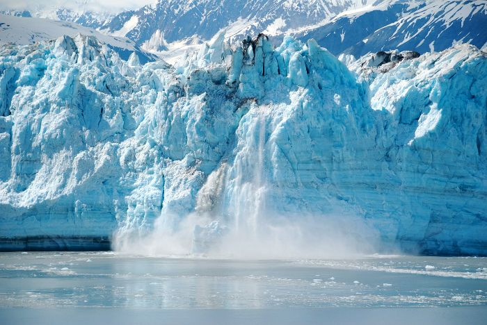 Great Places to Visit in America in Your 20s: Alaska